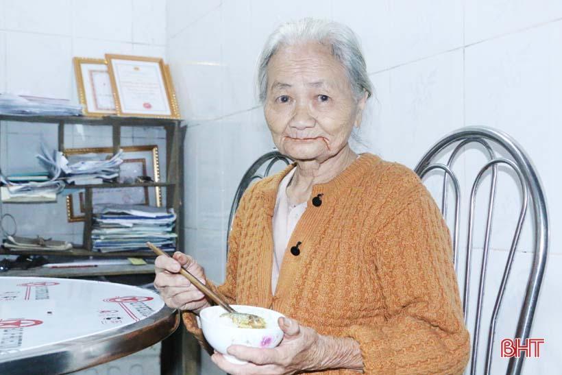 'Nhật ký chạy lũ' của vợ chồng ông lão ngoài 80 tuổi ở Hà Tĩnh Ảnh 16