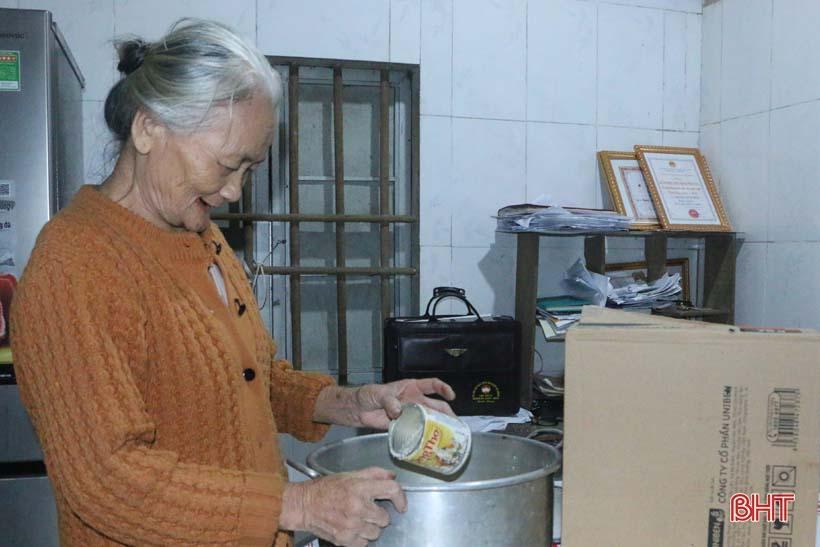 'Nhật ký chạy lũ' của vợ chồng ông lão ngoài 80 tuổi ở Hà Tĩnh Ảnh 2