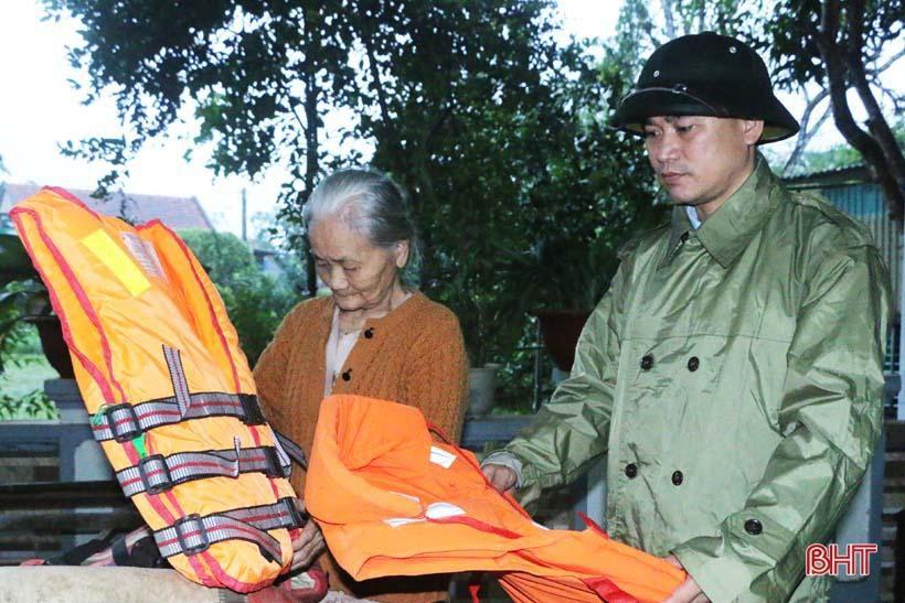 'Nhật ký chạy lũ' của vợ chồng ông lão ngoài 80 tuổi ở Hà Tĩnh Ảnh 4