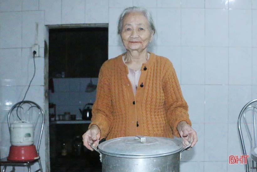 'Nhật ký chạy lũ' của vợ chồng ông lão ngoài 80 tuổi ở Hà Tĩnh Ảnh 3