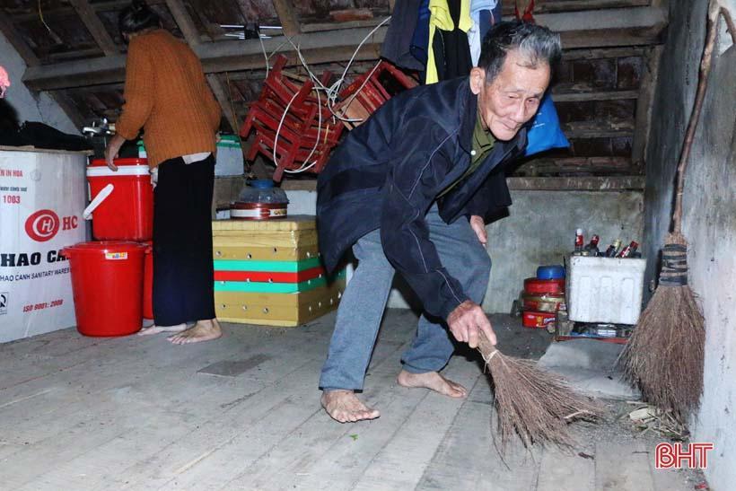 'Nhật ký chạy lũ' của vợ chồng ông lão ngoài 80 tuổi ở Hà Tĩnh Ảnh 6
