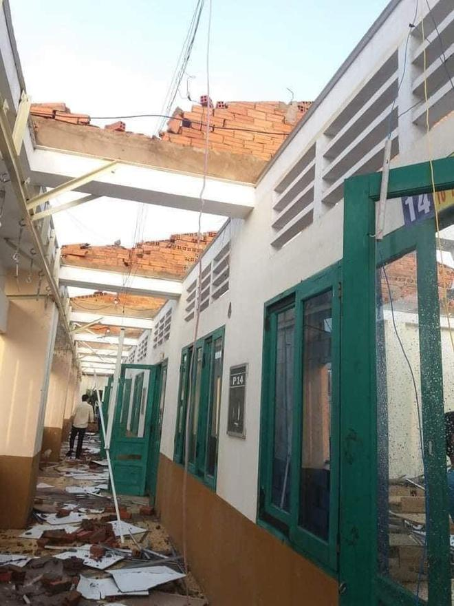 Trường học tại TP.HCM tốc mái sau cơn giông lốc Ảnh 2