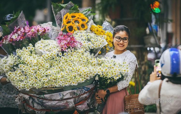 Hà Nội: Cúc họa mi tinh khôi 'xuống phố' đón đông về Ảnh 6