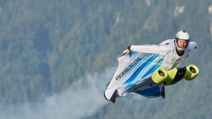 BMW phát triển bộ cánh bay siêu tốc độ Ảnh 1