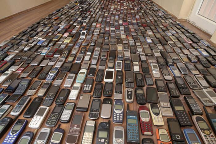 Người đàn ông dành 20 năm sưu tập hàng nghìn chiếc điện thoại cổ Ảnh 2