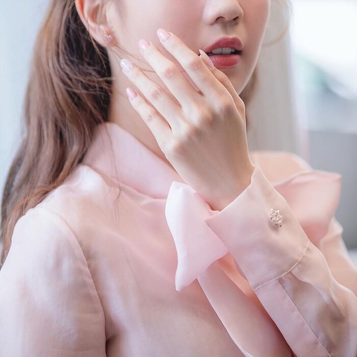 Ngọc Trinh hóa tiểu thư ngọt ngào với chiếc váy hồng ngọt, không cần rượu fan cũng tự khắc say Ảnh 6