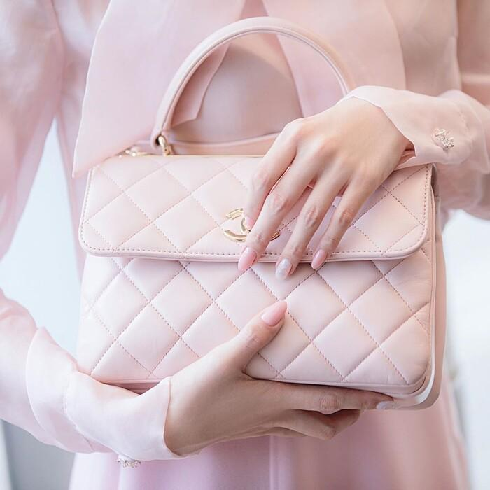 Ngọc Trinh hóa tiểu thư ngọt ngào với chiếc váy hồng ngọt, không cần rượu fan cũng tự khắc say Ảnh 7