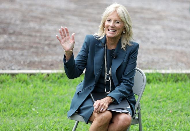 Bà Jill Biden giúp váy 5.690 USD cháy hàng Ảnh 3