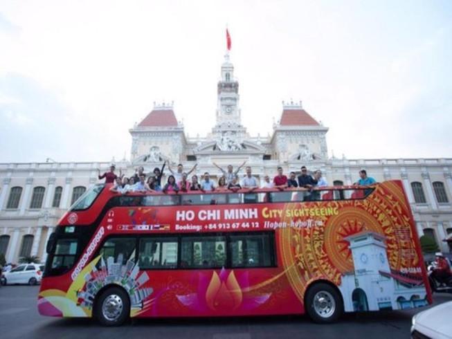 Ngày 20-11, giáo viên được đi xe buýt mui trần miễn phí Ảnh 1