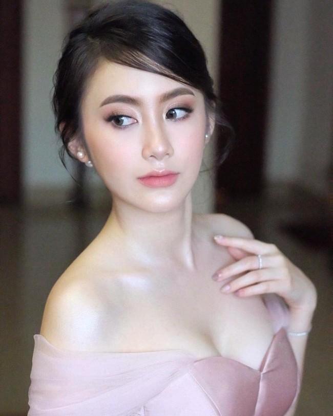'Hot girl Lào' sang chảnh và xinh đẹp sau 4 năm nổi tiếng Ảnh 5
