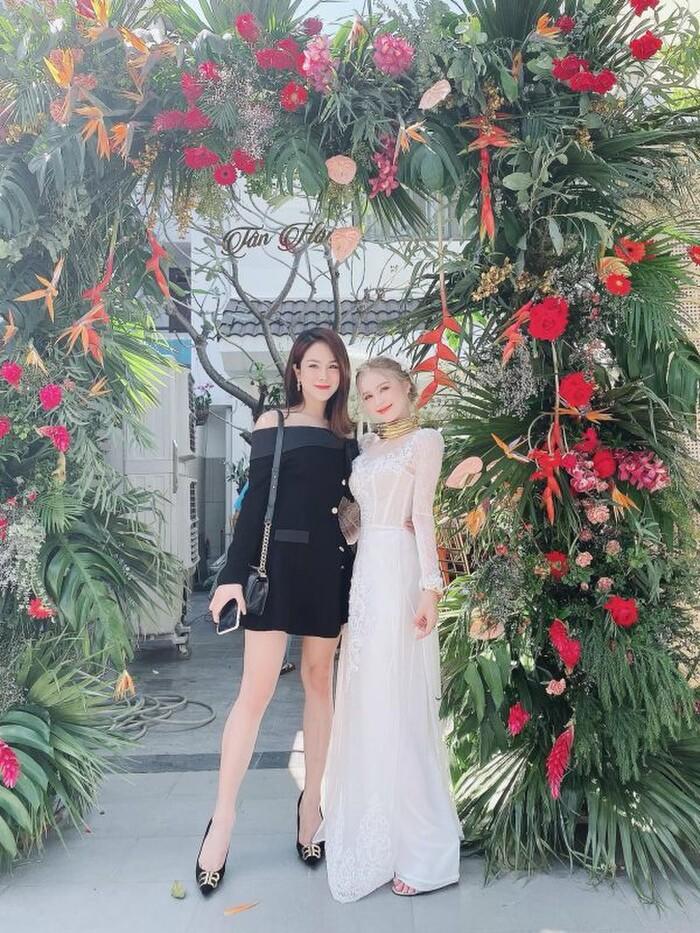 Xoài Non và Diệp Lâm Anh là cặp 'chị dâu em chồng' chiếm spotlight nhất ngày hôm nay Ảnh 1