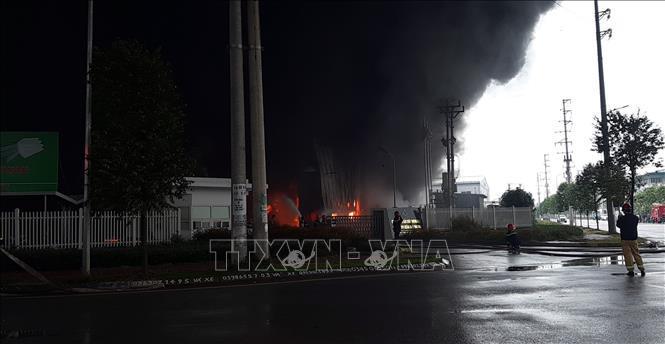 Cháy lớn tại công ty sản xuất nhựa xốp ở khu công nghiệp Vân Trung Ảnh 1