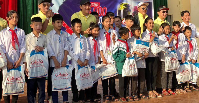 Chung tay 'Hướng về học sinh miền Trung' Ảnh 2