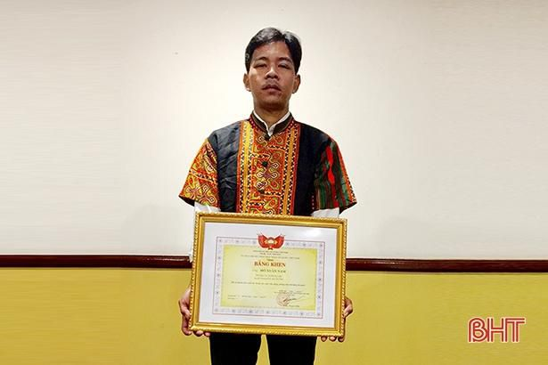 Người đàn ông dân tộc Chứt ở Hà Tĩnh được Ủy ban Trung ương MTTQ vinh danh