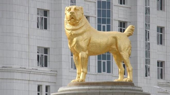 Tổng thống Turkmenistan cho xây tượng vàng của quốc khuyển Ảnh 1