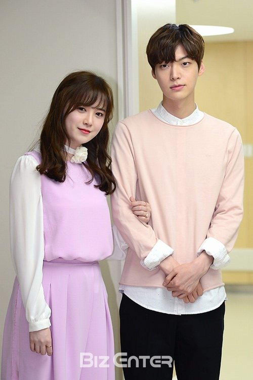 """Tháng 5 năm ngay, Ahn Jae Huyn đã kết hôn với nữ diễn viên """"Cỏ"""" Gu Hye-seon"""