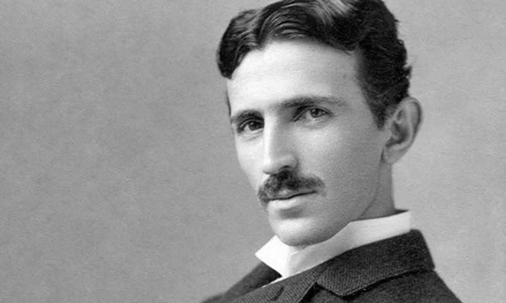 Nhà phát minh, nhà vật lý, kỹ sư điện tử, kỹ sư cơ khí Nikola Tesla có tên  trong danh sách những người thông minh nhất thế giới.