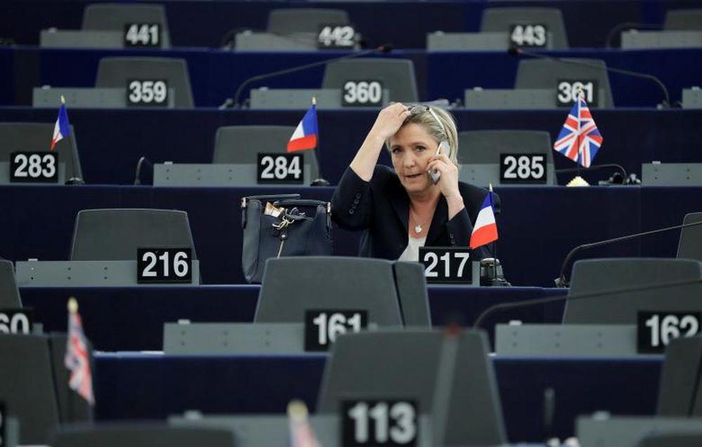 Nhân Vật Điển Hình Tiếp Theo Cho Sự Trỗi Dậy Của Các Đảng Cánh Hữu Ở Châu  Âu Cần Phải Kể Tới Đó Là Bà Marine Le Pen, Chủ Tịch Đảng Mặt ...