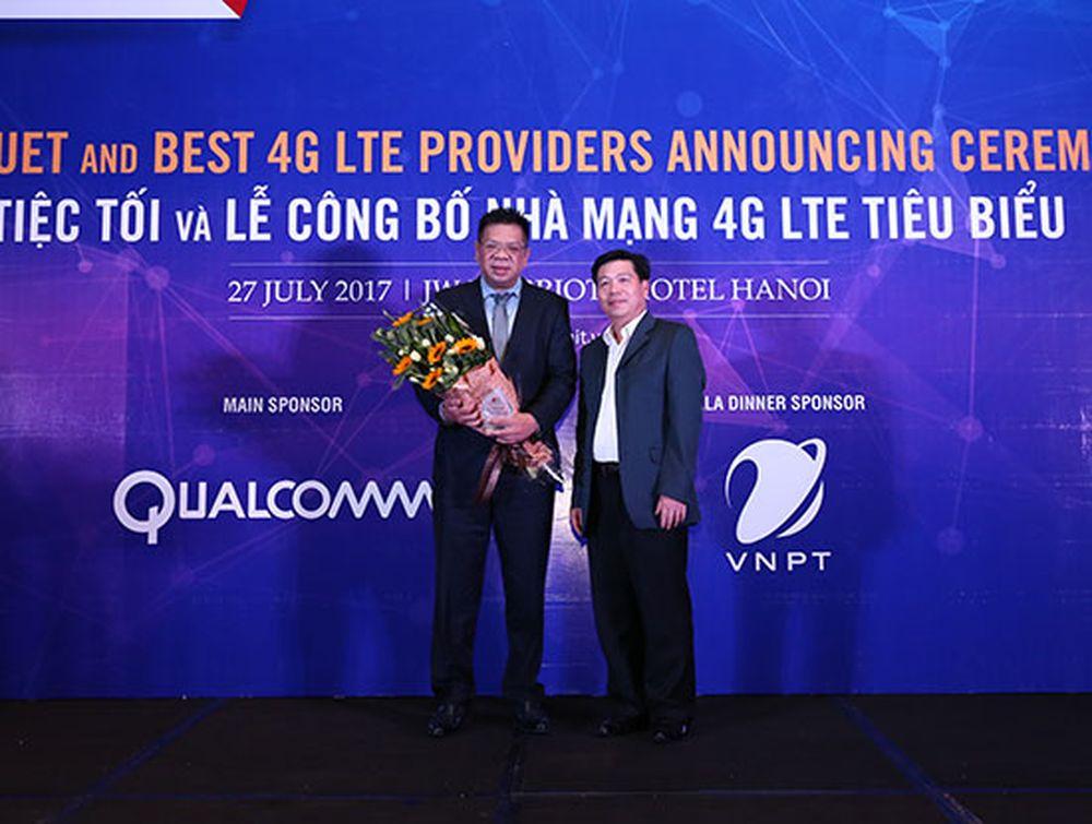 """Trong khi đó, Tổng công ty VNPT VinaPhone đã đạt được sự hài lòng của khách  hàng nhất về hạng mục """"Nhà mạng 4G có chất lượng chăm sóc khách hàng tiêu  biểu""""."""