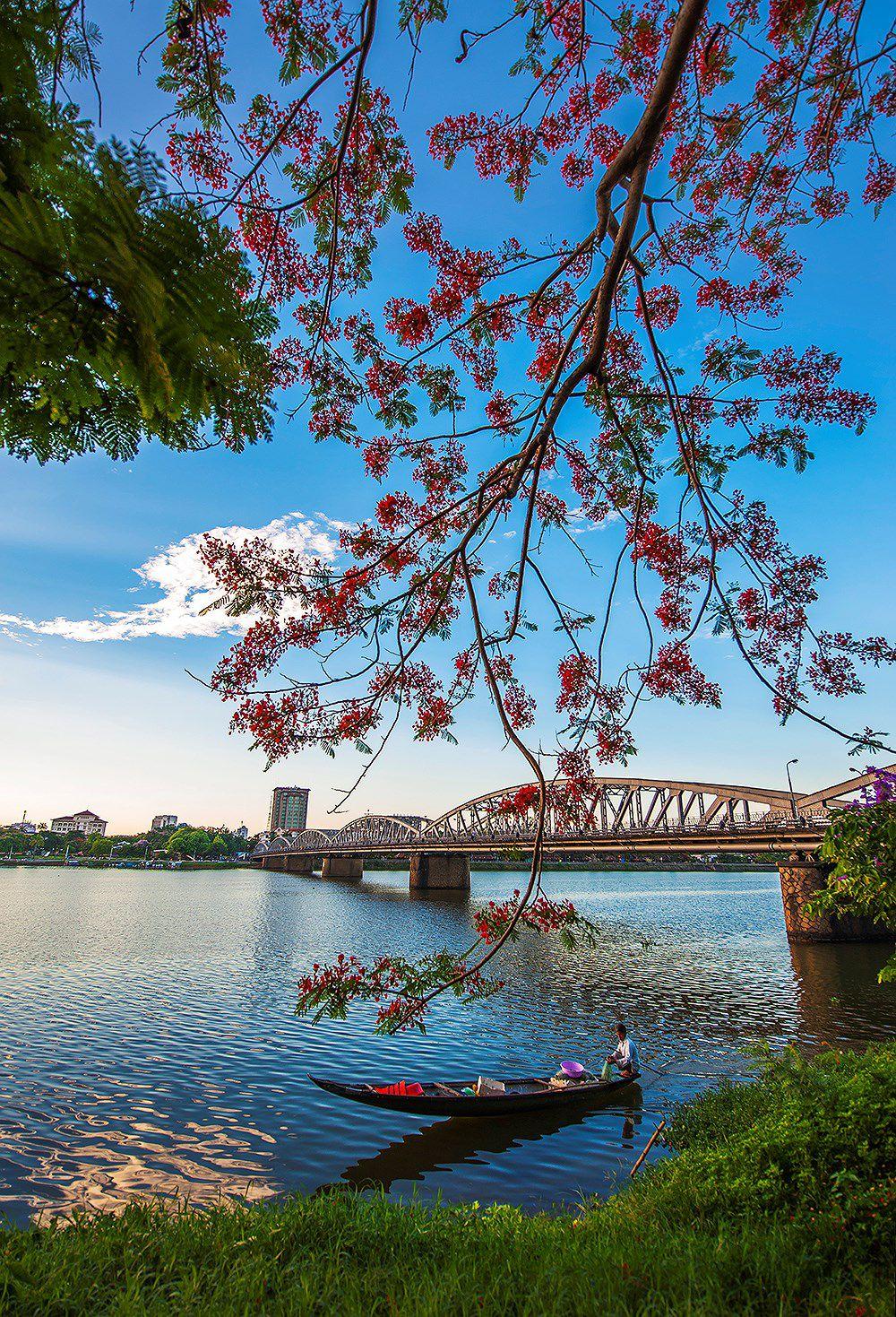 Bình minh trên dòng Như Ý, hình ảnh bình dị và đẹp như một bức tranh giữa lòng thành phố.