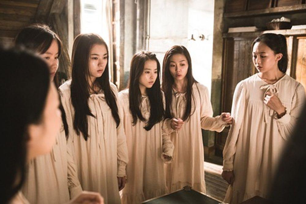 Một cô bé gầy gò, ốm yếu tên là Ju Ran (Park Bo Young thủ vai) được chuyển  đến một trường nội trú ở ...