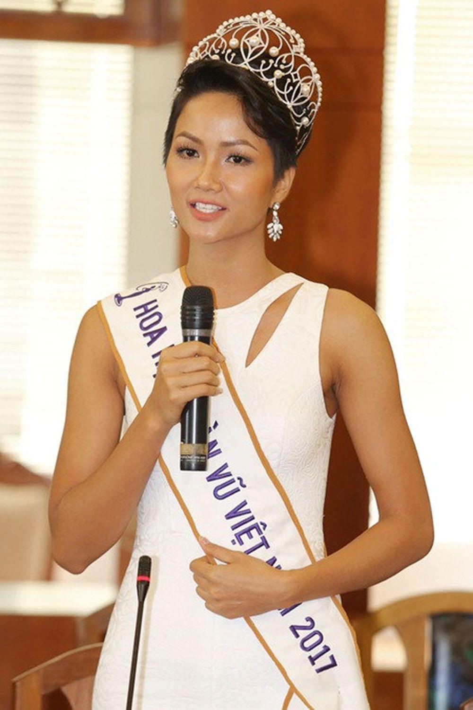 Tân Hoa hậu H'Hen Niê đang có những hoạt động dày đặc sau khi vừa đăng  quang. Cô nàng xuất hiện ở nhiều sự kiện của làng giải trí và luôn là ...