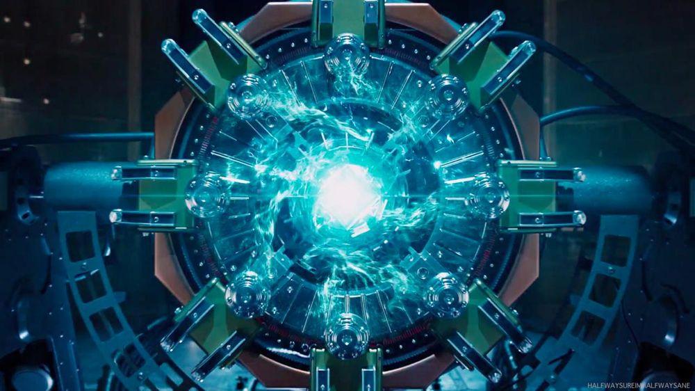 Viên đá này được giới thiệu chính thức dưới cái tên The Tesseract trong  Captain America: The First Avenger và từng xuất hiện trước đó trong phần  post-credit ...