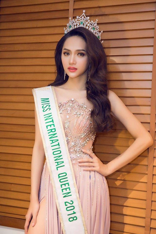 Hình ảnh mới nhất của Hương Giang sau đăng quang Hoa hậu Chuyển giới Quốc tế 2018.
