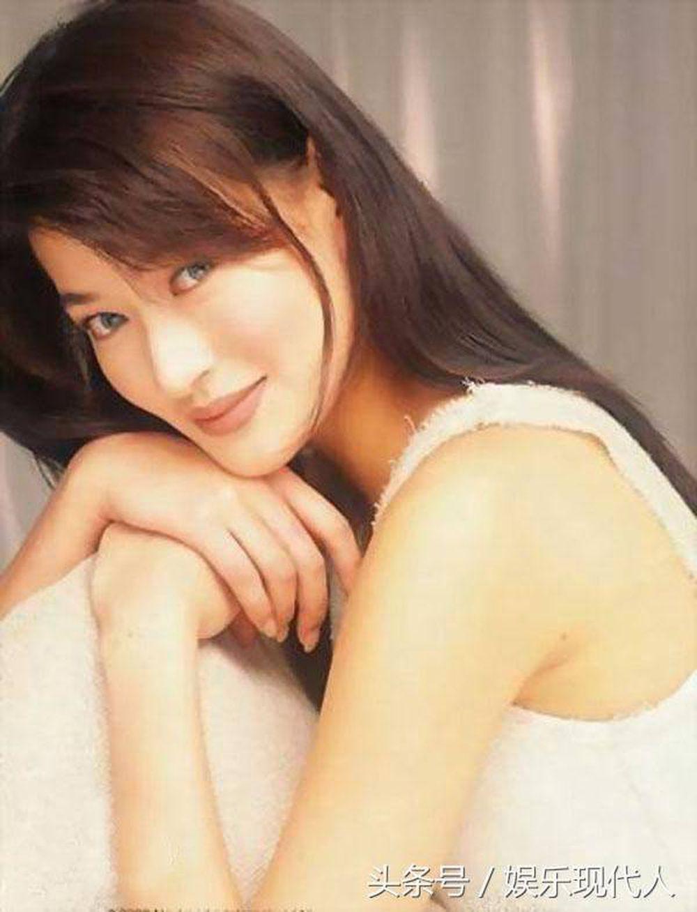 Năm 1990, Trần Bảo Liên tham dự cuộc thi hoa hậu Á Châu. Tuy không được  giải, nhưng với chiều cao 1m75 cùng thân hình gợi cảm, cô đã được những nhà  ...