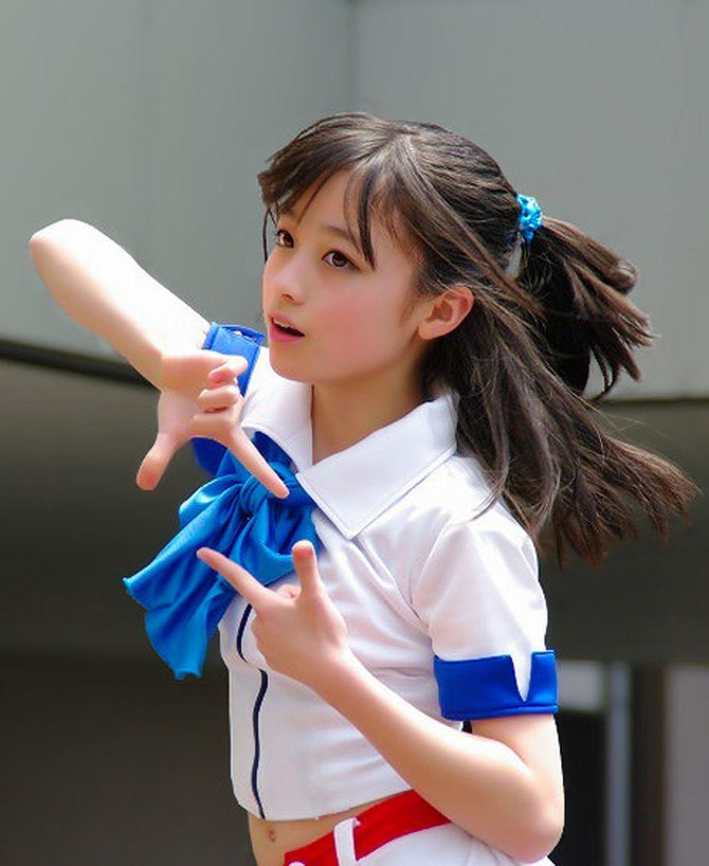 Năm 2013, các bức ảnh Kanna Hashimoto tại một buổi trình diễn được nhiều  khán giả chia sẻ trên mạng xã hội. Ca sĩ 14 tuổi trở thành từ khóa tìm kiếm  ...