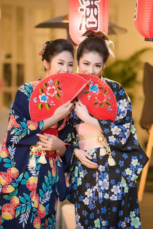 Ngọc Hân, Tú Anh thích thú tạo dáng với trang phục kimono - Báo Tiền Phong