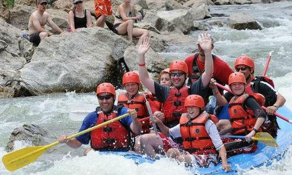 Chèo thuyền vượt thác trên những dòng sông nổi tiếng - Báo Kiến Thức