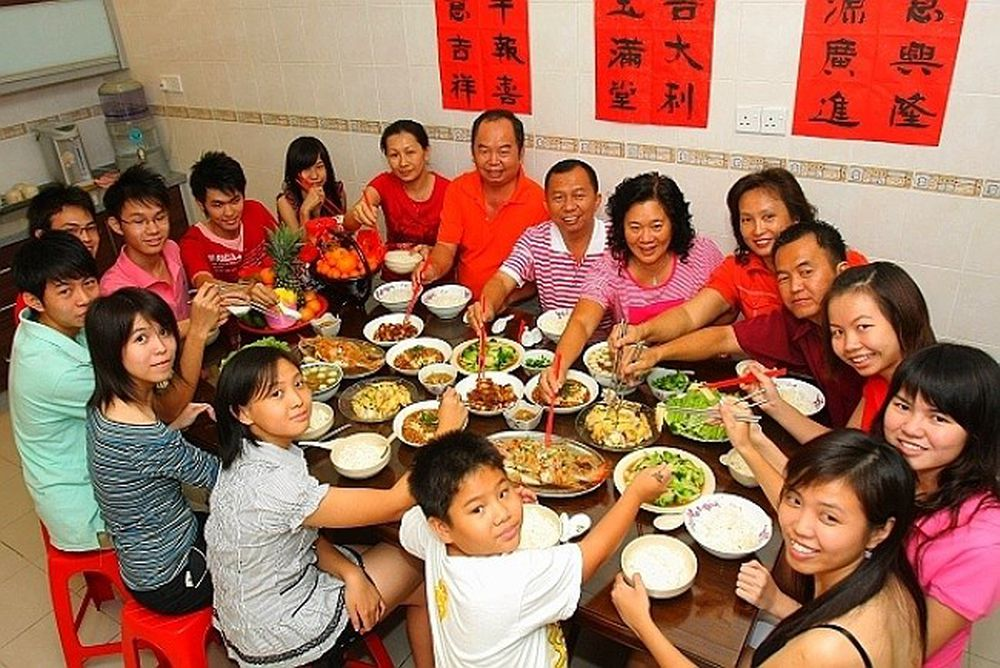 Hasil gambar untuk reunion dinner for chinese new year
