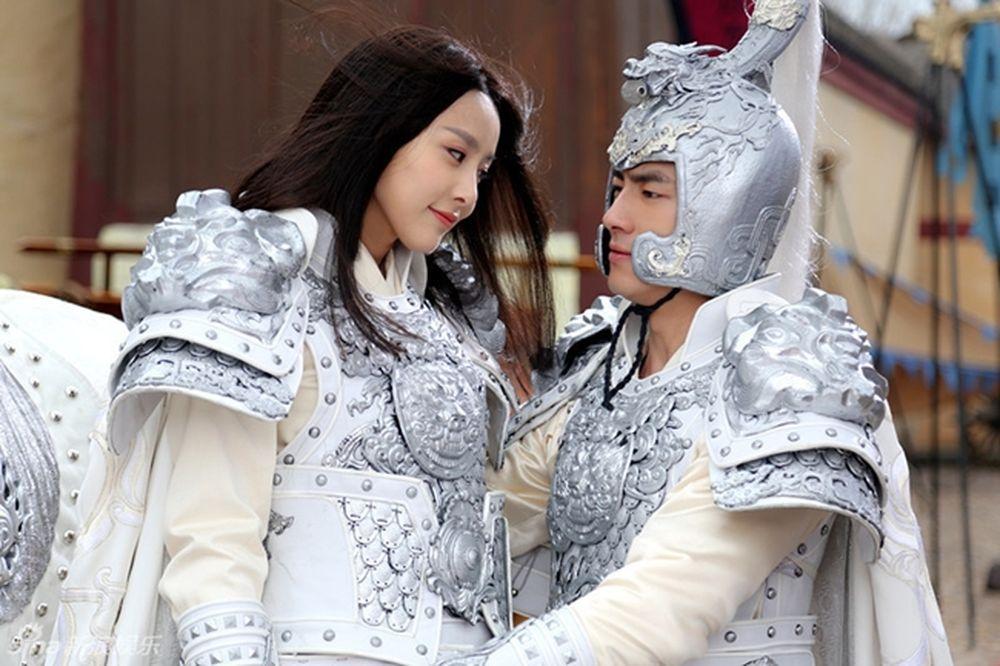 """Giả Thanh được biết đến nhờ vai A Châu/A Tử trong """"Thiên long bát bộ"""" 2013  và Công Tôn Bảo Nguyệt trong """"Võ thần Triệu Tử Long""""."""