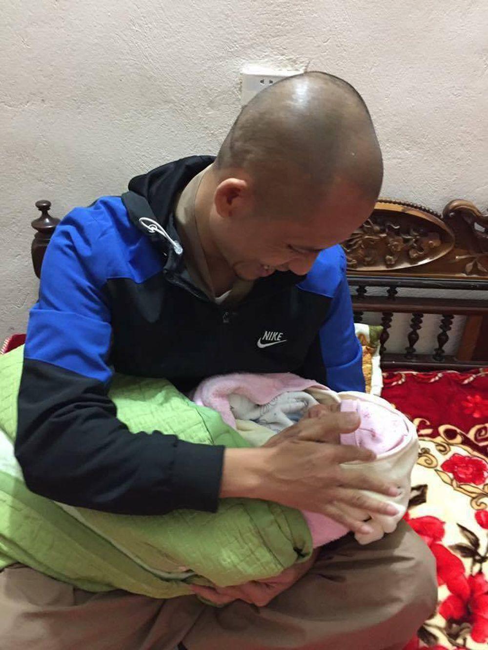 Tìm người thân cho bé trai sơ sinh bị bỏ rơi tại chùa ở Hưng Yên - Báo  Người Đưa Tin