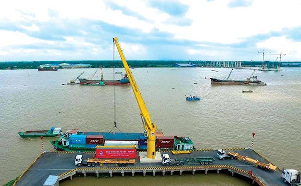 Tàu sông pha biển hoạt động trên tuyến sông Chanh, Quảng Ninh