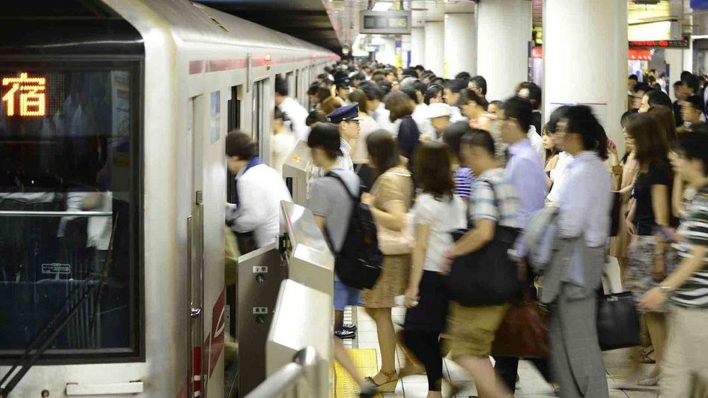 Kết quả hình ảnh cho tàu điện ngầm nhật