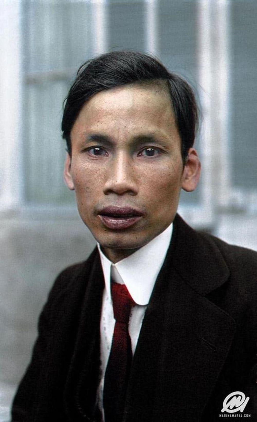 Bức ảnh chụp Chủ tịch Hồ Chí Minh vào năm 1921 sau khi đã được phục chế.