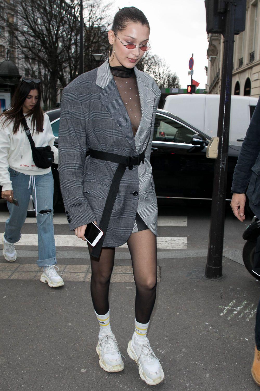 Bella Hadid Trông Rất Sành Điệu Trong Mẫu Giày Trắng Của Balenciaga Dòng  Triple S Phối Cùng Blazer Giấu Quần.