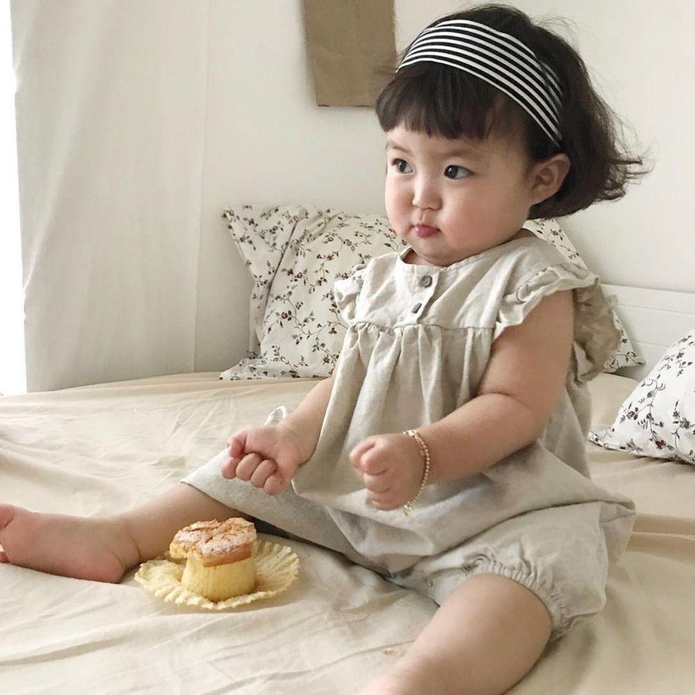 Sau khi những bức ảnh chụp gương mặt bầu bĩnh với cặp má bánh bao nhìn là muốn cắn của Jin Miran được đăng tải, tài khoản của mẹ Miran đã thu ...