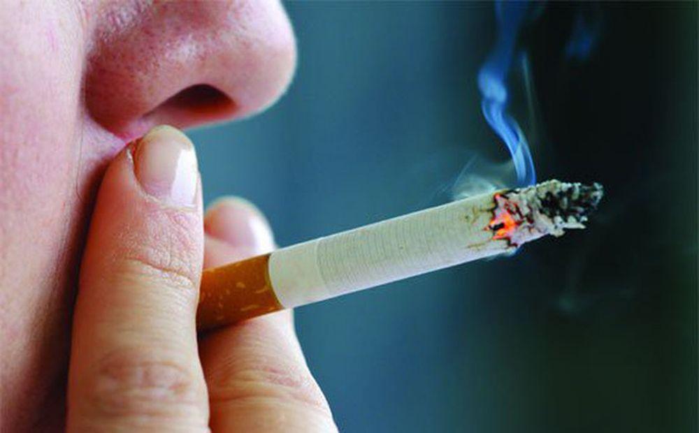Kết quả hình ảnh cho Hút thuốc lá gây nguy cơ cao mắc ung thư thanh quản
