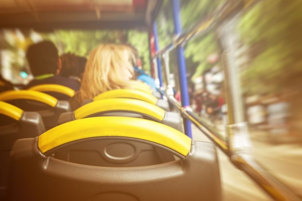Bộ Giáo dục Hàn Quốc sẽ chi khoảng 4,1 triệu USD cho các trường công lập để  lắp đặt thiết bị an toàn trên xe buýt trường học (Ảnh: Freepik).