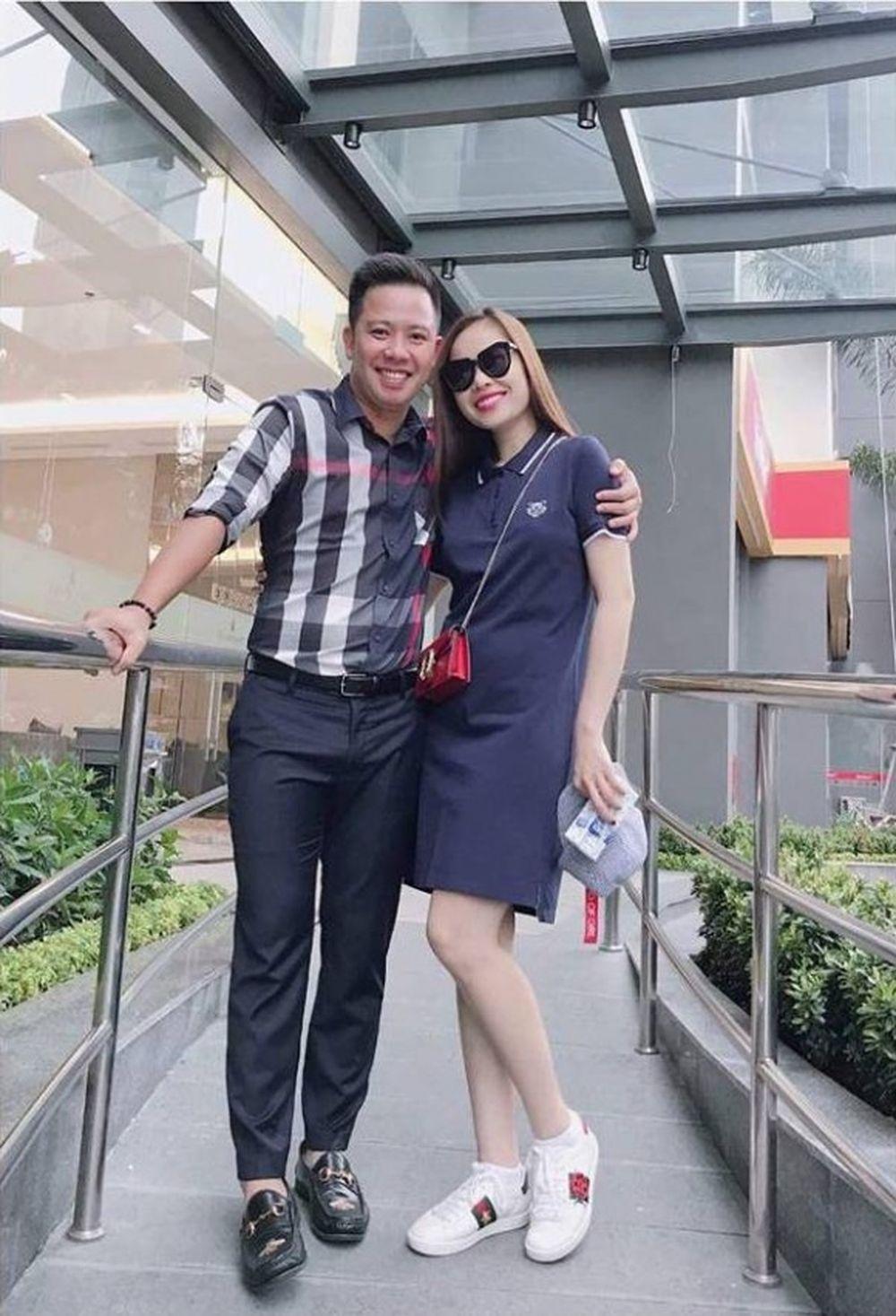Nghi Vấn Nữ Ca Sĩ Mang Thai Xuất Phát Từ Những Tấm Hình Tình Cảm Của Cô Và  Bạn Trai Đăng Tải Trên Trang Cá Nhân.
