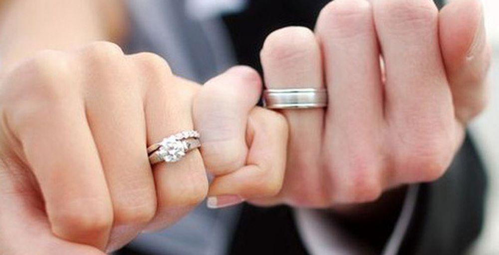 Vì sao nhẫn cưới thường được đeo ở ngón áp út tay trái? - Báo Gia Đình Việt  Nam - Chuyên Trang Đời Sống Plus