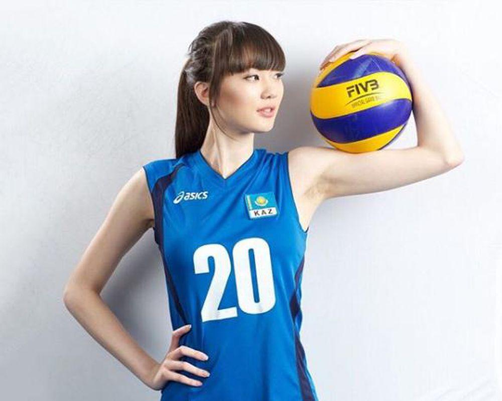 ... viên bóng chuyền Sabina Altynbekova sinh năm 1996, người Kazakhstan, bất ngờ trở nên nổi tiếng nhờ khuôn mặt xinh đẹp và thân hình vô cùng chuẩn chỉnh.