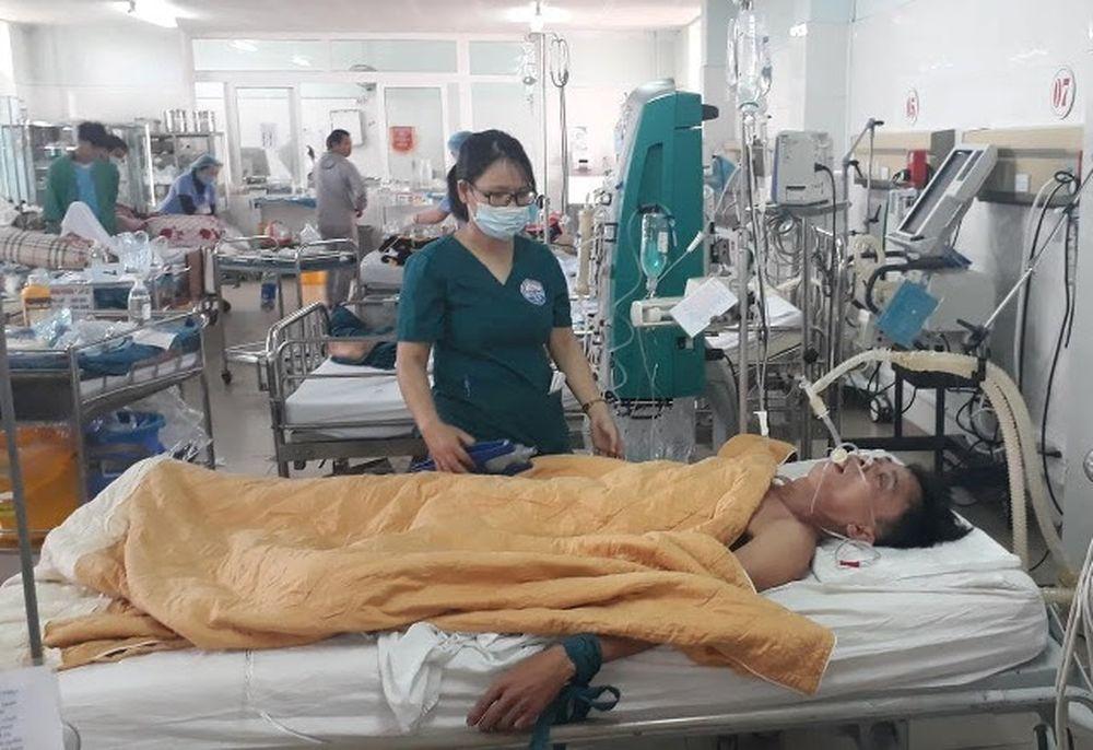 Bệnh nhân Nguyễn Văn Nhật khi còn đang điều trị tại Bệnh viện Đa khoa tỉnh Quảng Trị. Ảnh: Ngọc Vũ