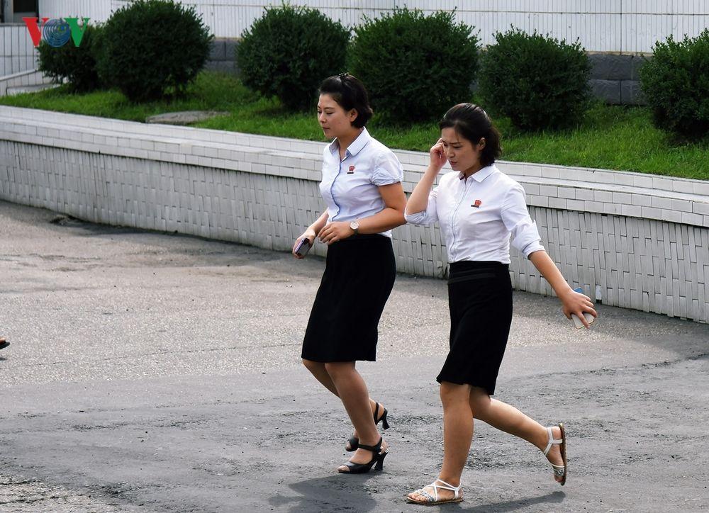 Hình Ảnh Phụ Nữ Triều Tiên Trong Lao Động Và Cuộc Sống Thường Ngày