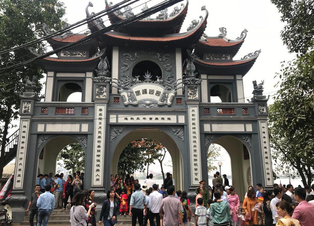 Du Lịch Tâm Linh - 9 Điểm hấp dẫn ở Thủ đô Hà Nội bạn nên biết!