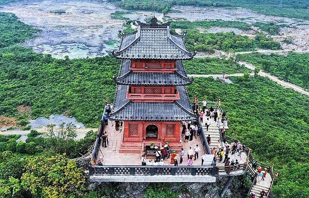 Tượng Phật hồng ngọc nặng 4.000 kg trong chùa Ngọc (Tam Chúc, Hà Nam) -  Thời Đại