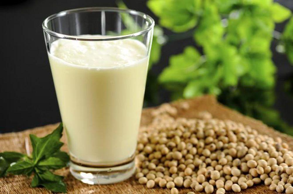 Uống các chế phẩm từ mầm đậu nành có tác dụng cân bằng nội tiết